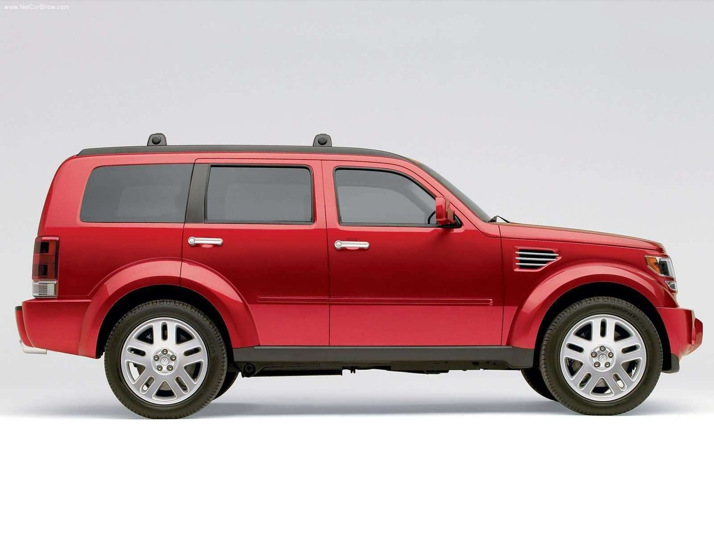 Dodge-Nitro_Concept_2005_1600x1200_wallpaper_09.jpg
